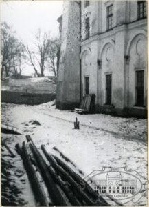 klikniecie spowoduje powiększenie, Kościoła pod wezwaniem Matki Boskiej Wspomożycieki Wiernych przy ulicy Kalinowszczyzna, w głębi cmentarz żydowski