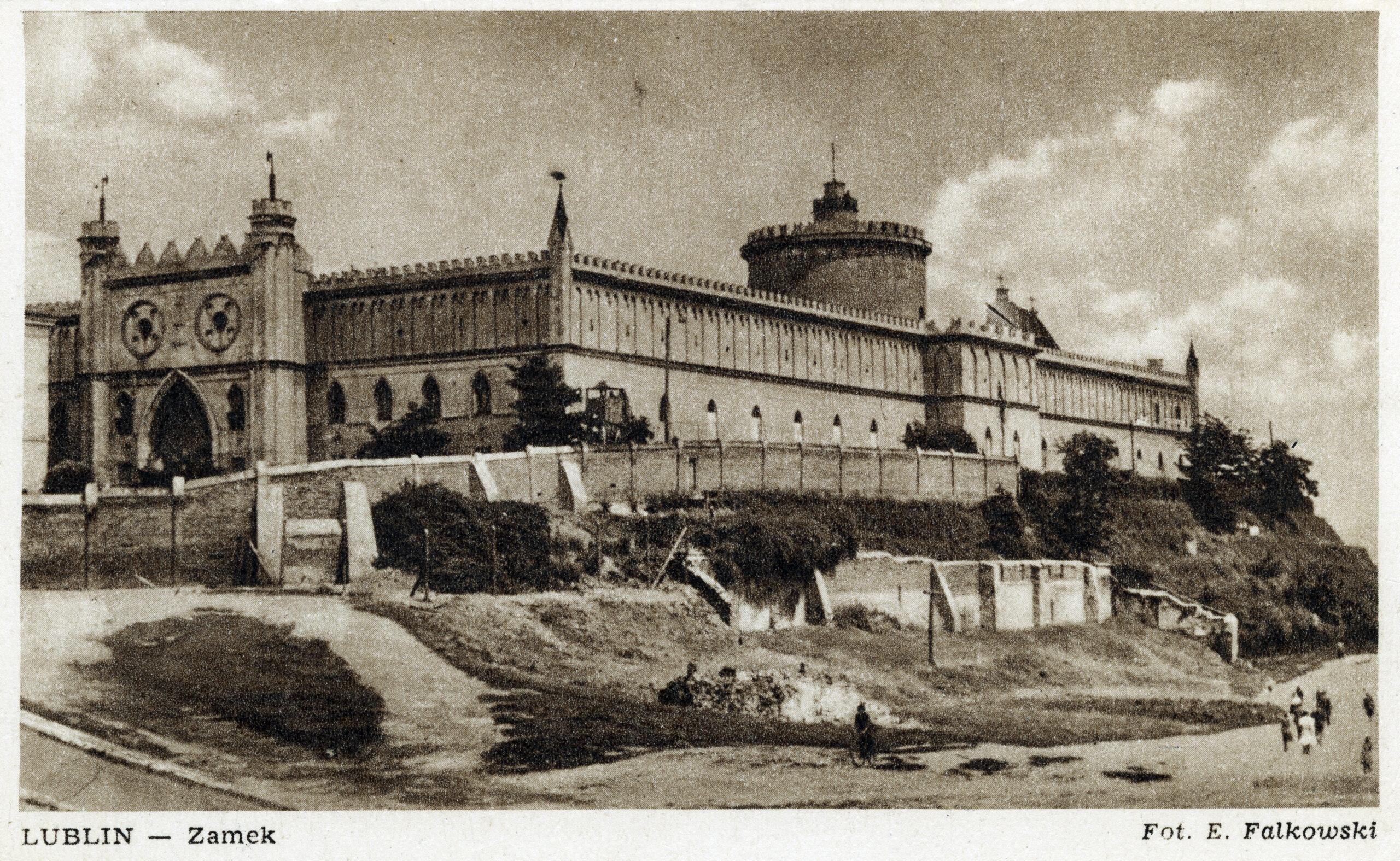 Sepiowa fotografia z widokiem na Zamek Lubelski.