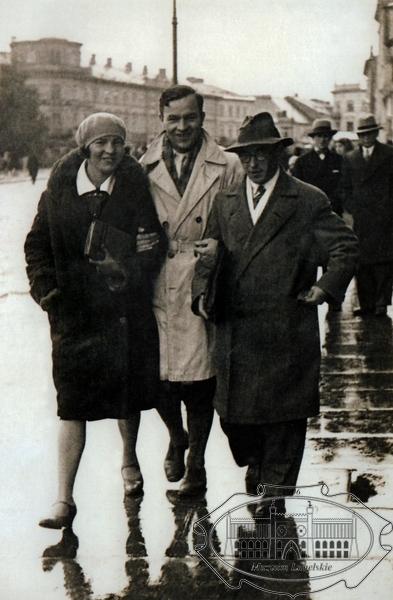 Zdjęcie Józefa Czechowicza z Bronisławą Kołodyńską  i Kazimierzem Miernowskim na Krakowskim Przedmieściu w Lublinie