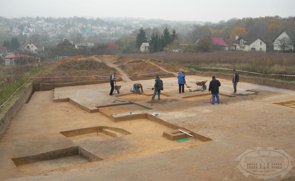 Zdjęcie archeologów przy pracy