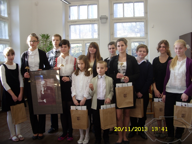 Zdjęcie pamiątkowe laureatów konkursu
