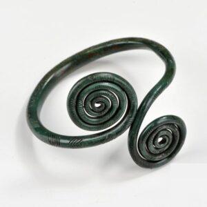 zdjęcie Naramiennik brązowy z tarczkami spiralnymi