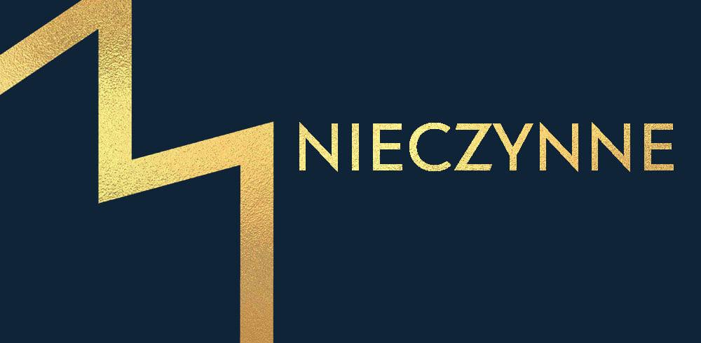 """Z lewej strony złota litera M, logo Muzeum Narodowego w Lublinie, z prawej napis: """"Nieczynne"""". Granatowe tło."""